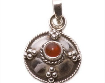 Fine Vintage Silver Pendant with a Carnelian gem and a Silver Chain.