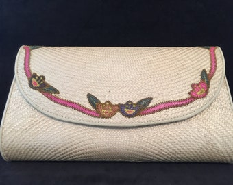 Vintage Straw Clutch with nice embroidery