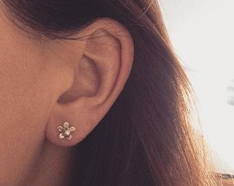 Flower sterling silver stud earrings small