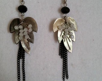 Earrings with mother of Pearl leaves