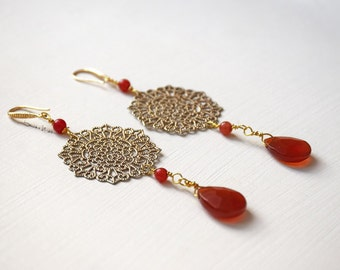 Earrings with round filigree and red drops