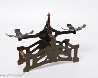 Antique Metal small weighing scale (CI875)