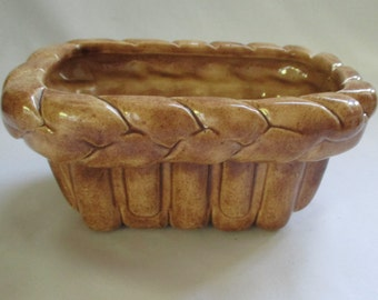 Vintage 'Fun Time Molds c 1981' Ceramic Planter Centerpiece ~ Basket Weave Design