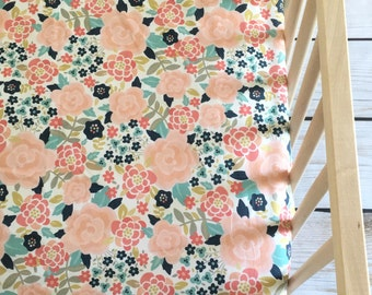 Crib Sheet: Floral Pretty.Fitted Crib Sheet.Floral Crib Sheet.Baby Crib Sheet.Crib Sheets. Baby Bedding.Crib Sheets Girl. Floral Crib Sheets