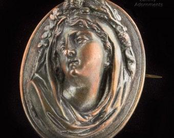 Antique Victorian cast repoussé cameo brooch. (pnvc1061)