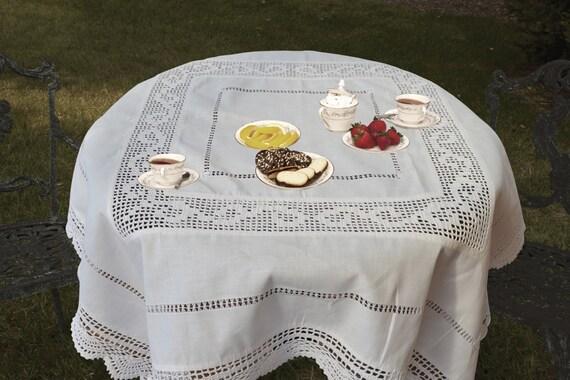 nappe en lin vintage shabby chic au crochet tablec topper. Black Bedroom Furniture Sets. Home Design Ideas