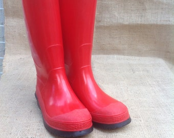 Adult Red Rain Boots Size 7