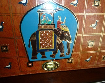 Reduced vintage handbag elephant safari design