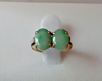 Antique 1940s  two oval shape jade 14K yellow gold ring size 5.25