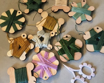 WOODEN FLOSS CARDS fun little wooden thread cards to whip your sewing basket into order. Three per pack and two packs to choose from.