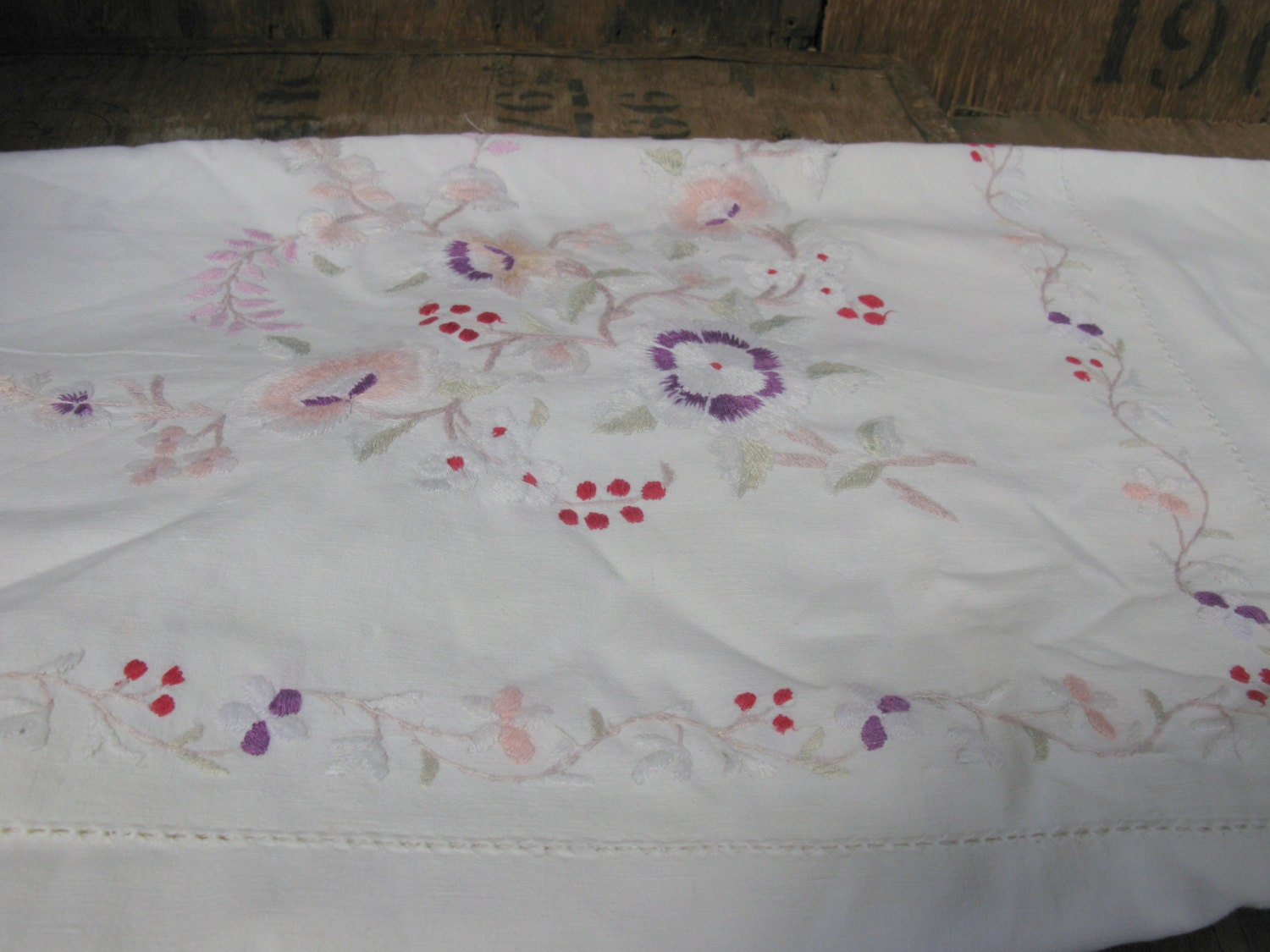 Embroidered tablecloth floral cream