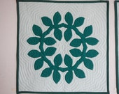 Hawaiian Quilt Wall Hanging - Maile leaf lei