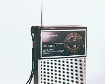 80 's Vintage Sanyo AM/FM radio