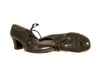 1940's Oxford Heels | Swirl Stitch Black Oxford Pumps | Size: 6