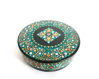 Vintage Metal Cookie Tin/Biscuit Tin with Floral Design