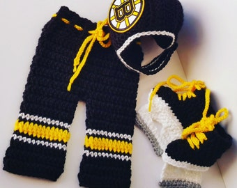 Boston Bruins Crochet Hockey,,, NHL Bruins , Hockey,crochet baby shower gift,, Baby newborn photography prop- Hawkeye Booties, Iowa Hawkeyes