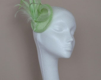 Green feather fascinator. Wedding fascinator. Handmade fascinator.