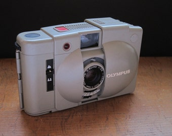 Olympus XA2 Pearl-Grey Limited Edition with New Light Seals. Vintage 1980s Auto-Exposure Camera