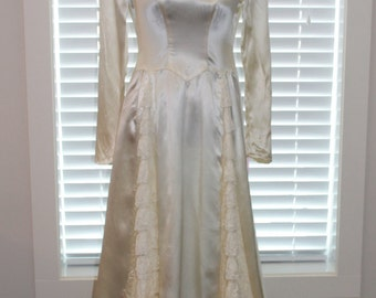 Vintage Ivory Satin and Lace 1940's Wedding Gown - Free Shipping within Canada and USA