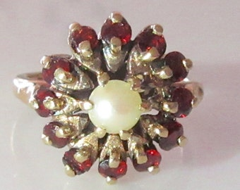 Vintage 9ct Yellow Gold Garnet and Pearl Flower Ring UK Size N USA 61/2