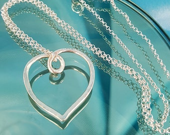 Silver heart necklace. Hammered silver eternal heart pendant chain. 925 silver jewellery gift for her. Girlfriend, mum, bride. UK made