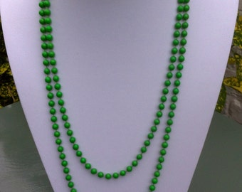 Gorgeous vintage long pea green plastic bead necklace