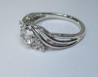Vintage Sterling Silver White Gemstone Twist Ring Size 7