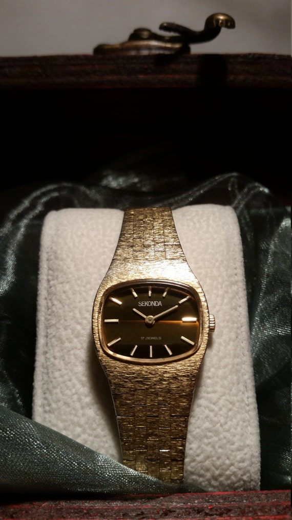 Retro Ladies Watch - Gold Plated Sekonda Watch with Square Face and in Vintage Presentation Box.