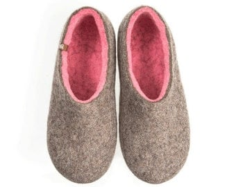Womens Felted Slippers Handmade in Organic Wool, House Shoes Grey soft Pink womens favorite colors, Wool Slippers, Felt warm clogs, seamless