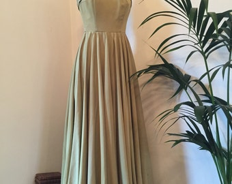 FLASH SALE 15% OFF!!! Incredible vintage 1940s 1950s pale green grosgrain halterneck structured evening gown