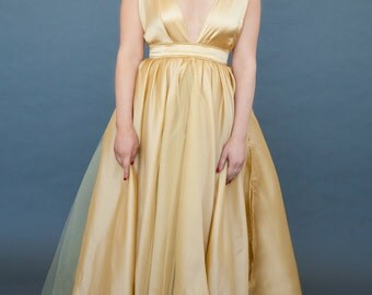 Oscar in Gold: silk satin faced organza with tulle underskirt