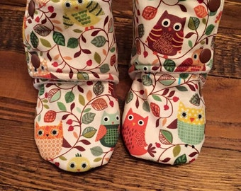 Owl / Woodland Print Baby Stay on Booties / Baby Slippers / Baby Shoes / Babywearing Booties / Toddler Booties / Toddler Slippers