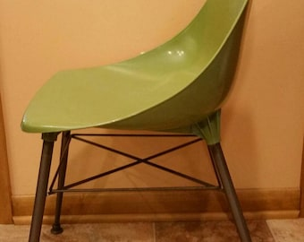 Mid Century Modern, Retro Green Formed Plastic Shell Chair. Funky Green Chair. MCM Chair.