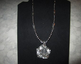 "21"" Silver necklace with lovely silver rose pendant"