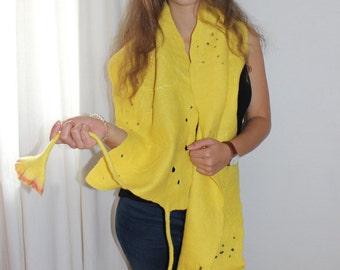 Sun yellow stole / Blütenschal hand felted