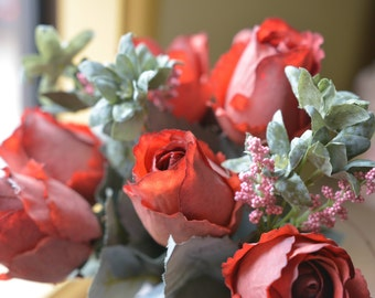 Enchanting Rose Bunch in red -ITEM029