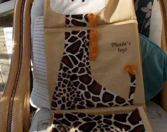 Wall hanging for toy storage - 3 pockets - giraffe applique