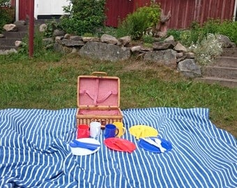 Vintage picnic basket with colorful plastic lids and and a wonderful retro fabric 1980's style to play and picnic