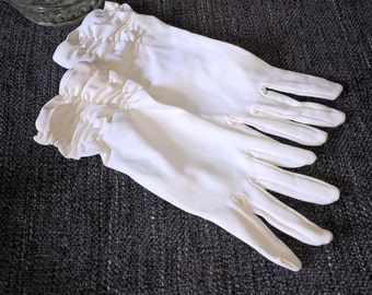 1950s Ladies Vintage Wedding Ivory Gloves with Gathered Cuff