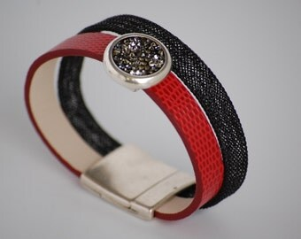 Red bracelet, serge black and shiny