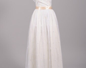 1970 Scalloped Vintage Wedding Gown