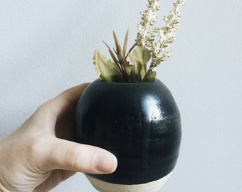 Round Bud Vase, Matte Black, Sphere, Small, Minimalist, Modern, Matt, Small Vase, Housewarming/Hostess Gifts for her, Wife/Girlfriend Gift