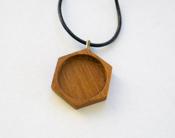 NO laser hardwood pendant blank - Hexagon - Mahogany - 25.5 mm cavity - Brass Bail - (P4-M)