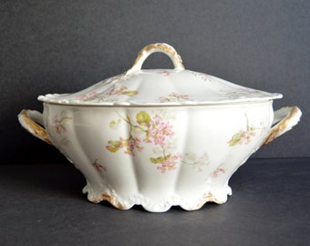 Haviland Limoges Soup Tureen with Lid - MADE IN FRANCE -Antique Large Oval Serving Dish Fine China Vegetable Casserole Bowl Porcelain