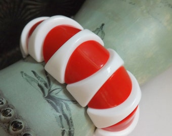 Vintage red and white plastic beaded stretch bracelet