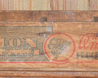 Antique Lion Brand Cheese Divided Printed Wood Box Lion Head Image