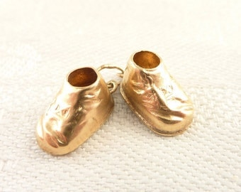 Vintage 14K Gold Pair of Old Fashioned Baby Shoes Charm