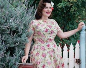 The DARLA Dress . A 1950s Rockabilly Vintage Style Reproduction in a fabulous ROSES floral