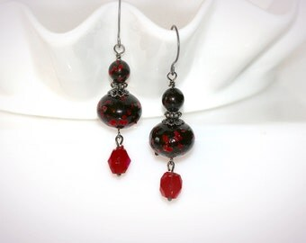 Red and Black Vintage Beaded Earrings. Repurposed Jewelry with Vintage Beads