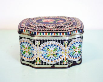 Vintage 1960 Floral Rose Hinged Detailed Hand Painted Lidded Tin